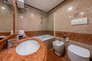 bathroom-superior-hotel-ambasciatori