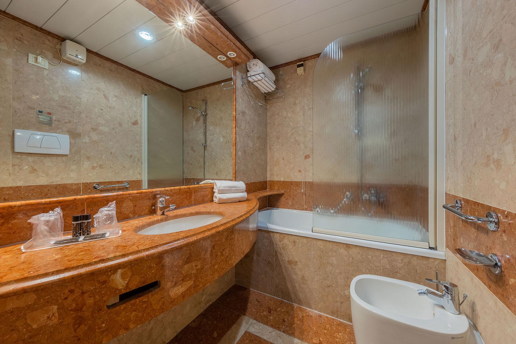 bagno-camera-tripla-ambasciatori-hotel